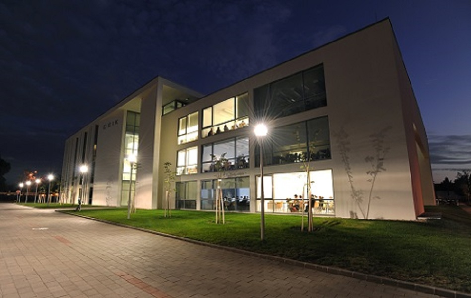 IT building university of debrecen